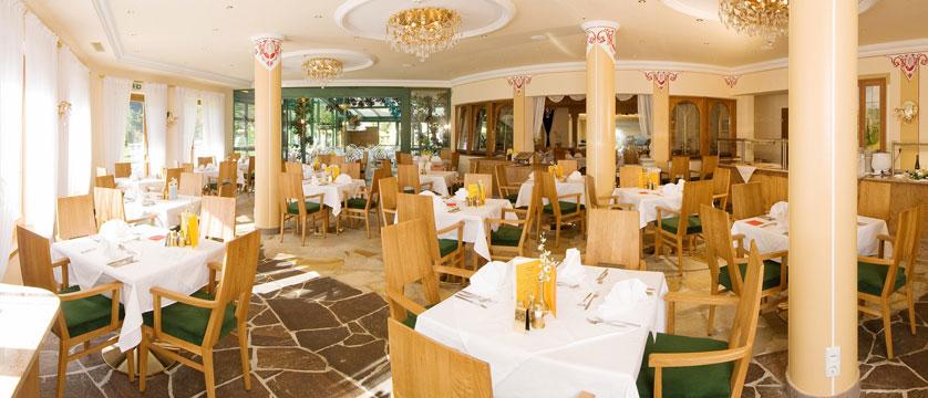 Hotel Garni Strass, Mayrhofen, Austria - Restaurant dining room.jpg